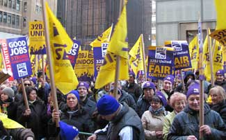 SEIU 32BJ members ready to march in Midtown