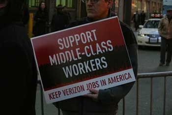 CWA says Verizon is outsourcing more work