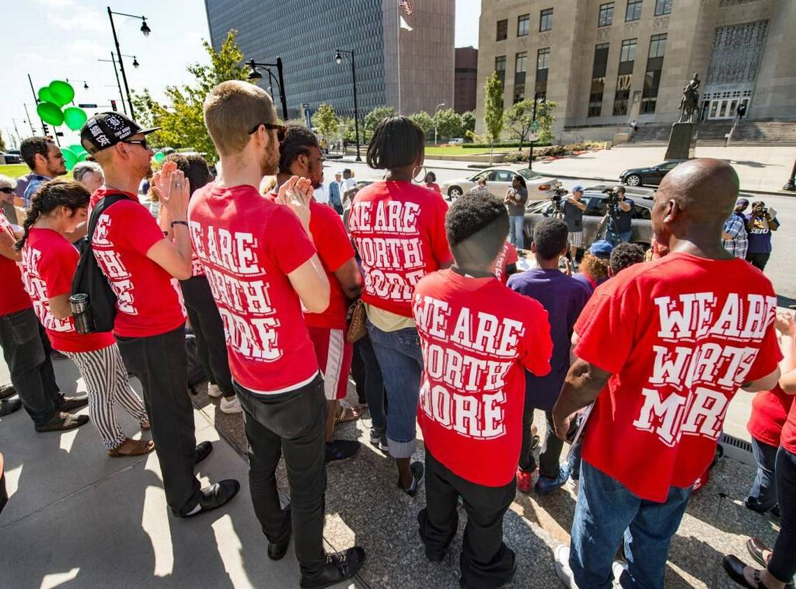 Kansas City Votes Symbolic Minimum-Wage Increase