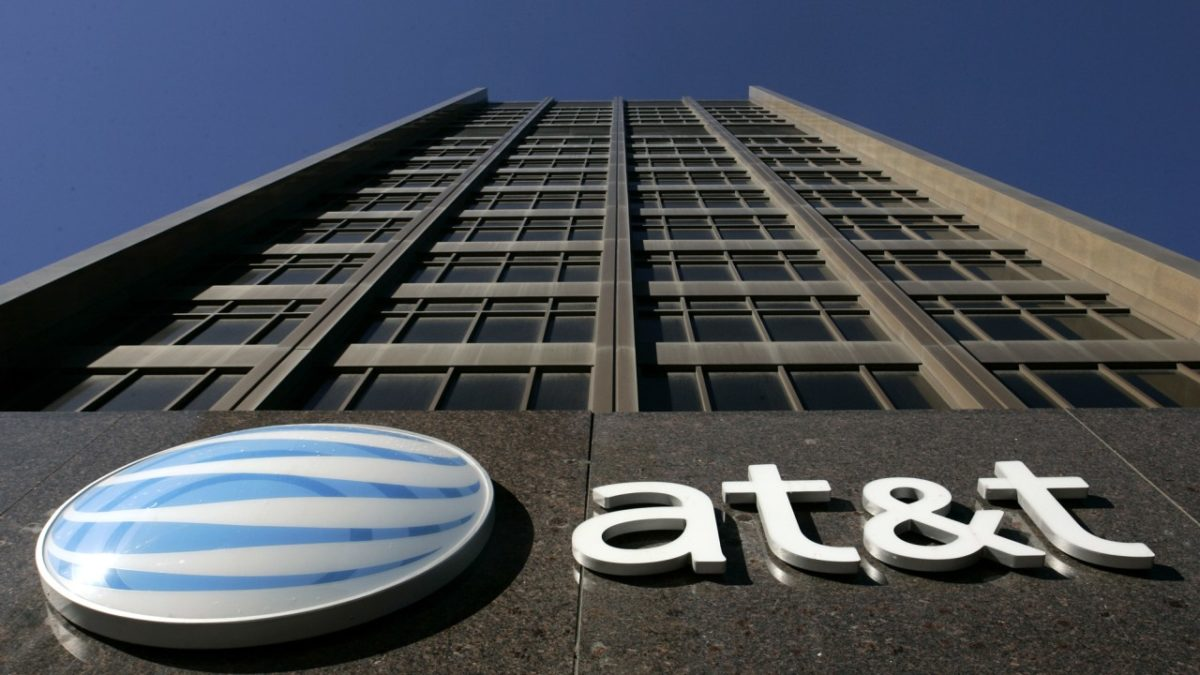 AT&T to Give Workers $1,000 Bonus, Not $4,000 Raise