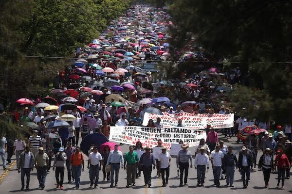 Mexican Teachers Block Roads in Chiapas