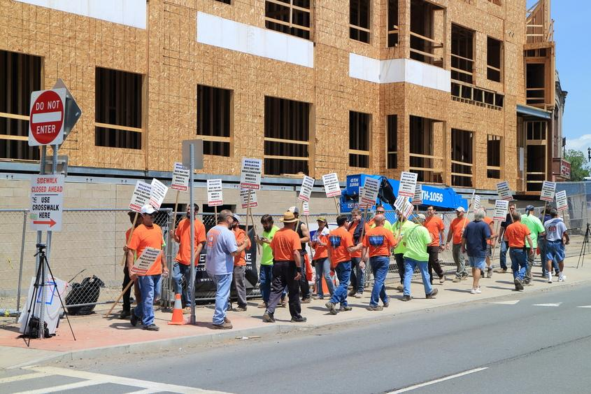 Schenectady Carpenters Picket for Prevailing Wage
