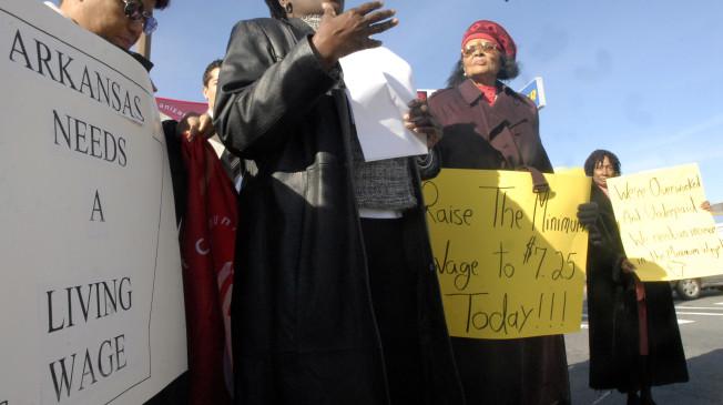 Arkansas High Court Lets Minimum-Wage Initiative Stay on Ballot