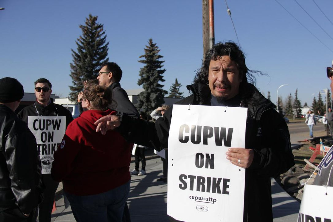 Canadian Postal Strikes Spread to Manitoba