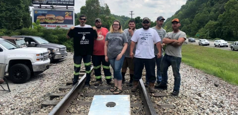 Kentucky Miners Block Coal Train to Demand Back Pay