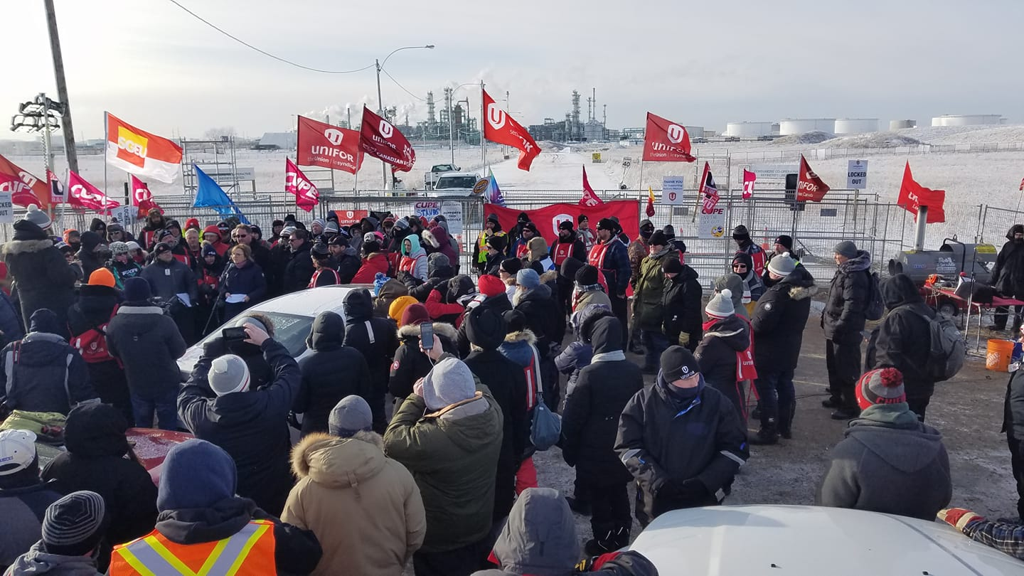 Locked-Out Canadian Oil Workers Blockade Refinery
